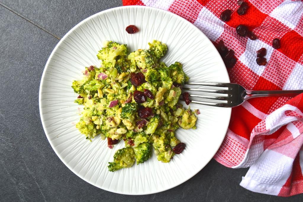 brokkoli-cranberry-salat-mit-currydressing1