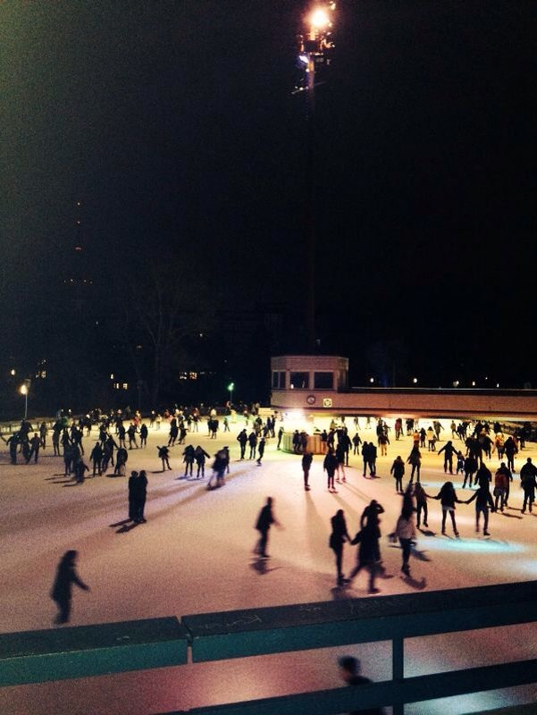 Mein Tipp für den 01.01.2014 – Setzt den beliebtesten Vorsatz gleich um und treibt Sport! Raus mit euch auf die größte Open Air Eisbahn Deutschlands.