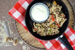 Schnelle Reispfanne mit Gemüse-Allerlei und Lyoner