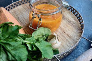 Süßkartoffel-Suppe mit Tomaten