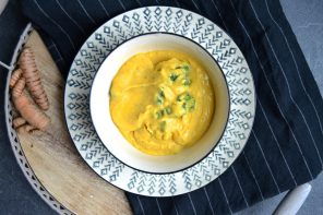Samtige Hummussuppe mit Kurkuma