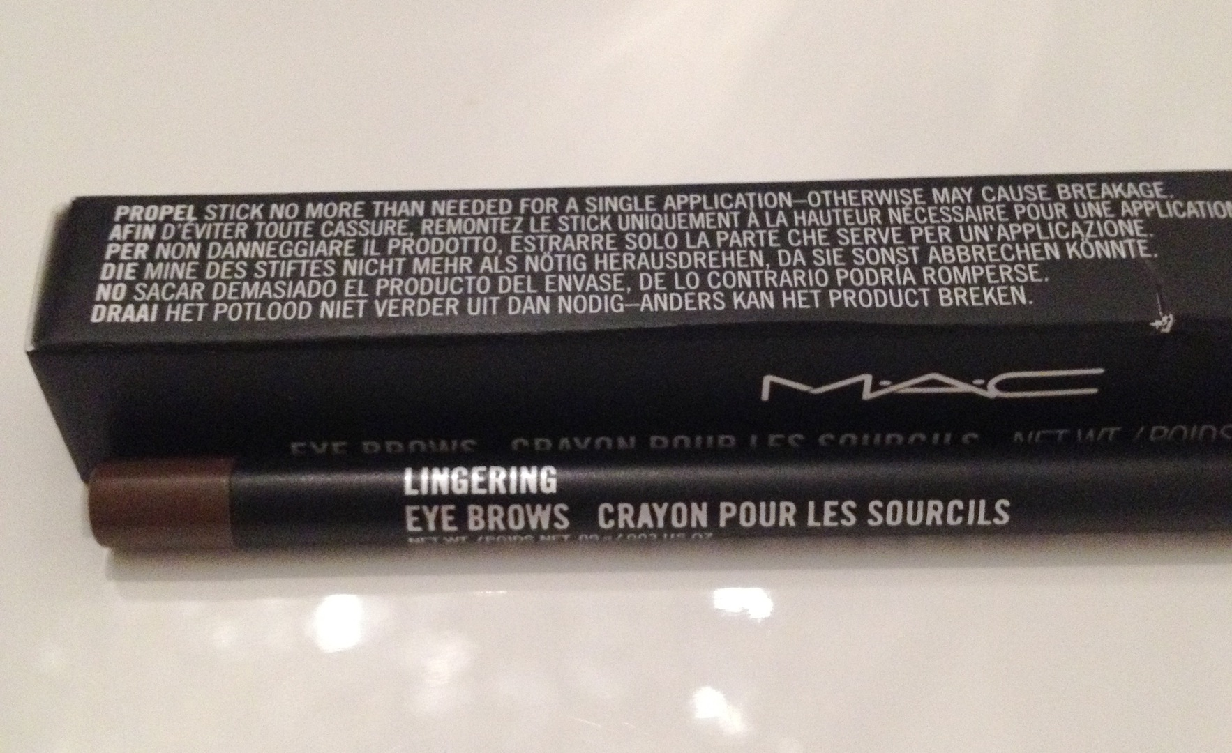 MAC Eye Brows crayon pour les sourcils. Farbe: Lingering