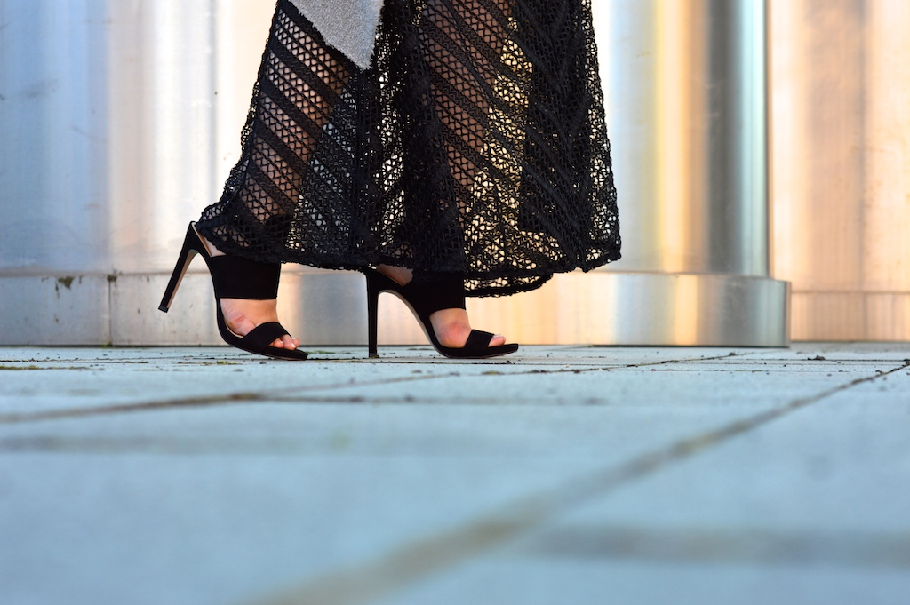 black maxi skirt and heels10